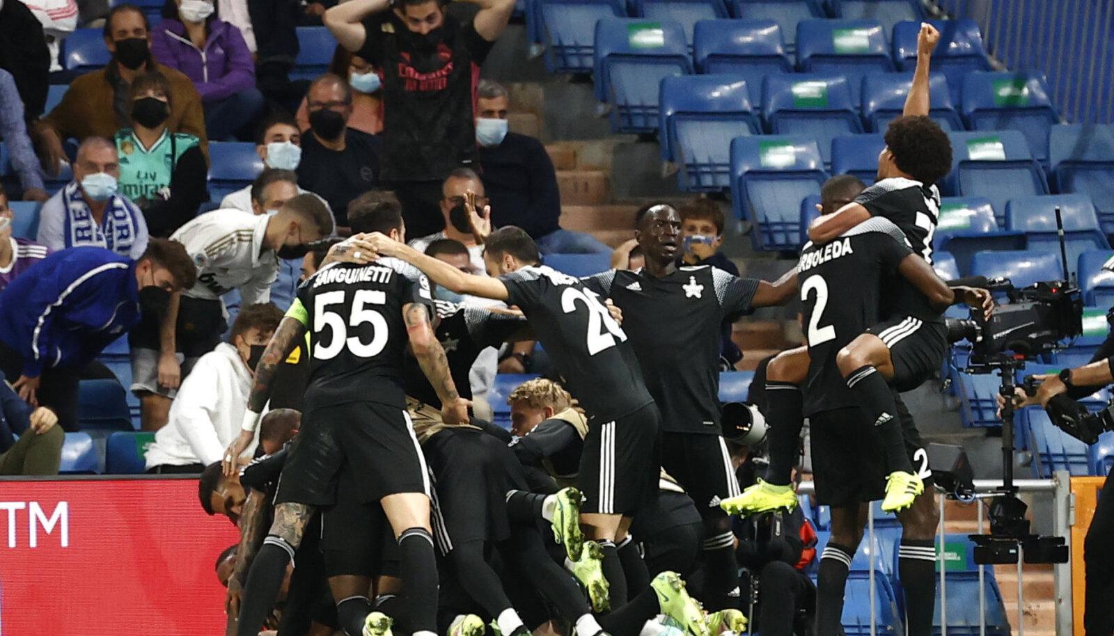 Tiraspoli Šeriffi mängijad tähistamas võitu Madridi Reali üle.