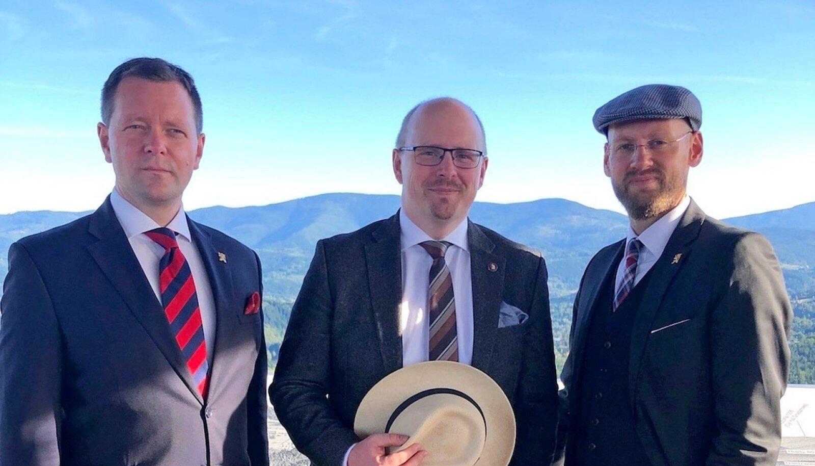 ÜHISHUVI: Ordo Iuirise laiendamine Eestisse lepiti kokku 2019. aasta septembris, kui Varro Vooglaid (paremal) ja Markus Järvi (vasakul) Poolas Kwaśniewskil külas käisid.