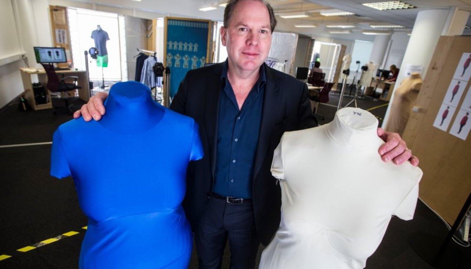 Fits.me tegevjuhi James Gambrelli sõnul maksab riideeseme pildistamine u 350 eurot. Rõivaid pildistatakse Tartus Tasku keskuses asuvas Fits.me stuudios.