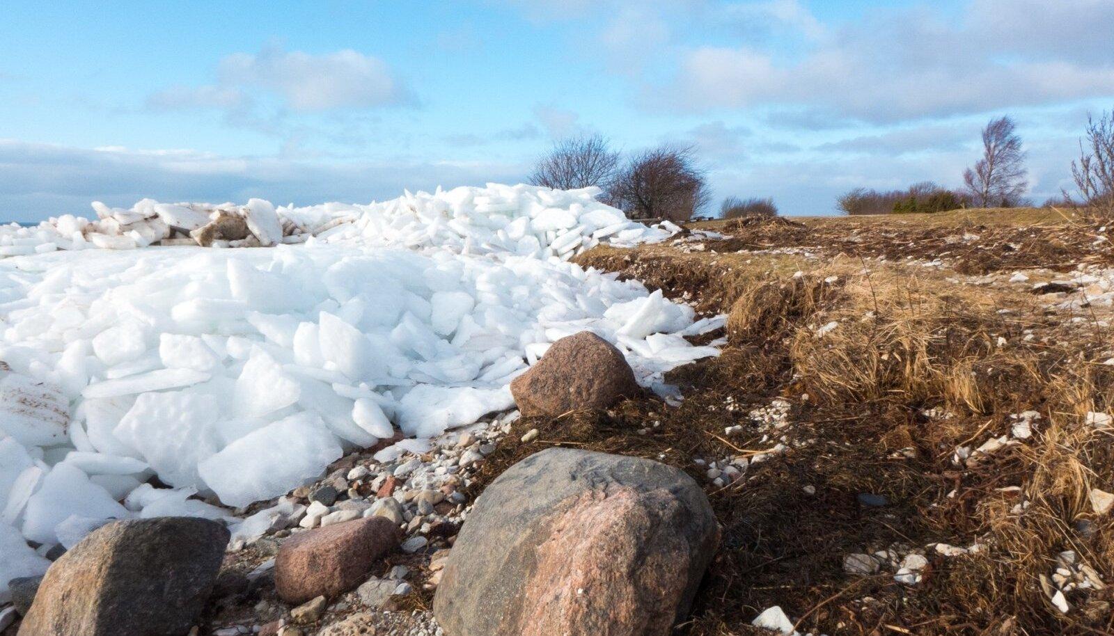 Sel aastal tõid tuuled jäämäed Ööri randa, salme valda Saaremaal