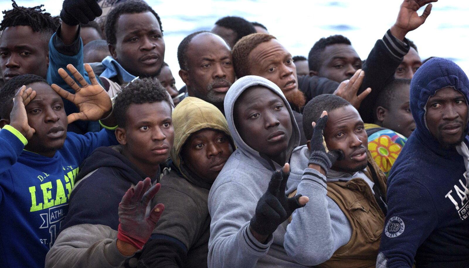Vahemerel päästetud aafriklased. Foto on illustratiivne.