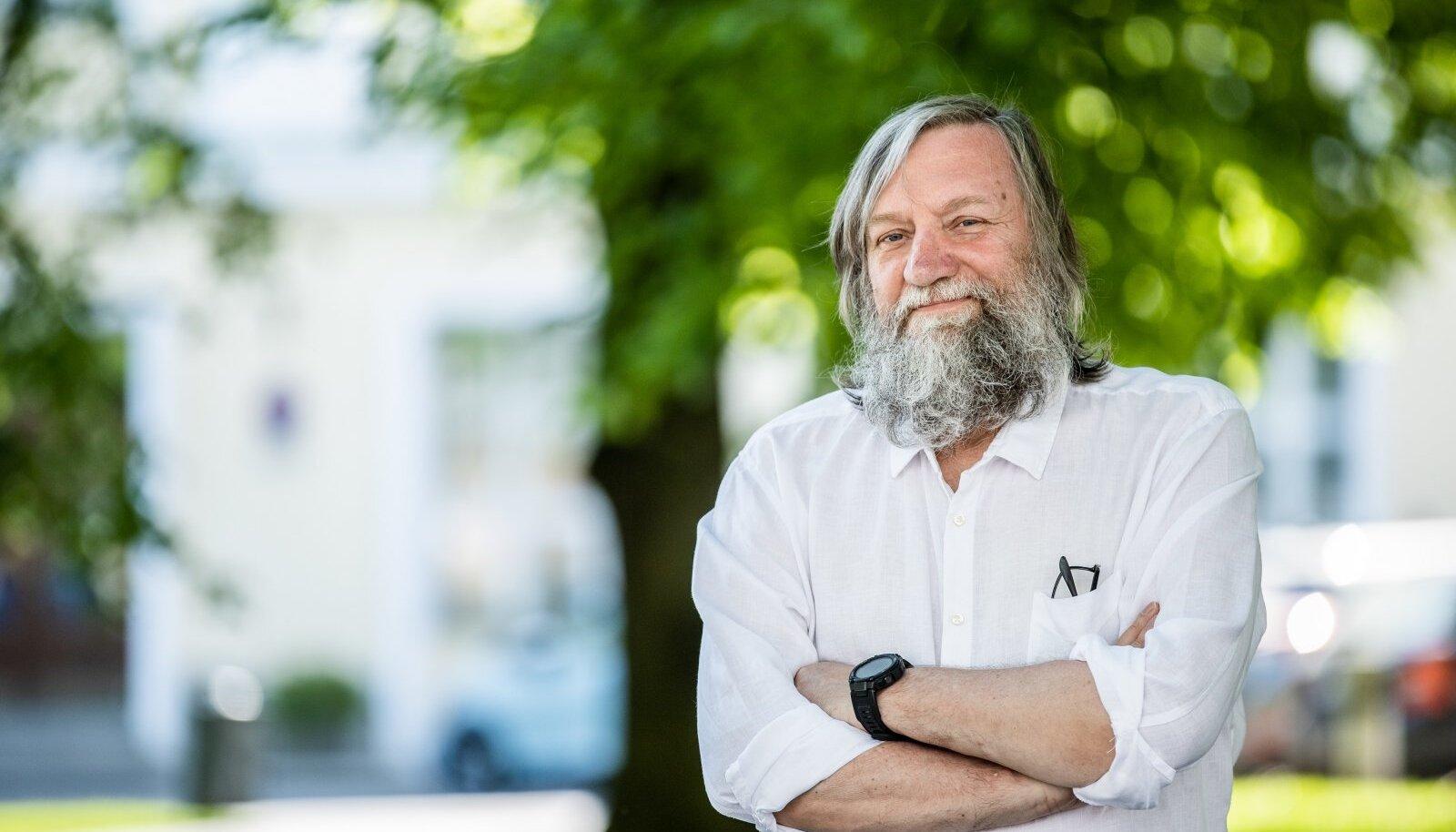 Mitmekülgne looja Ervin Õunapuu jõuab 30. juulil oma elutee 65. verstapostini.