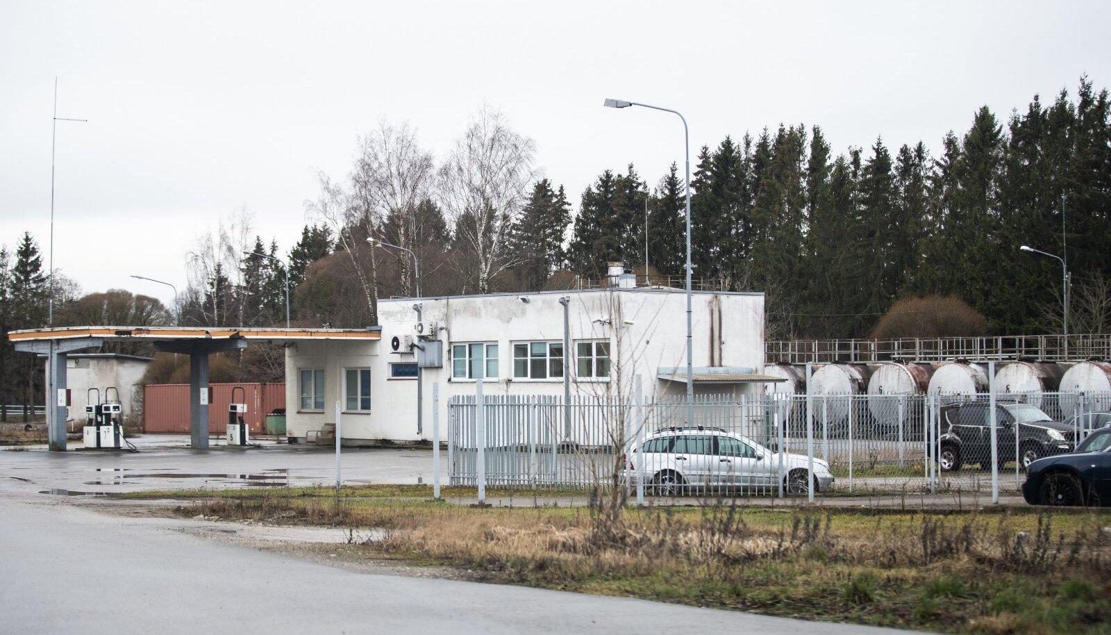 Vibeliku tee 15 asuv tankla Jõelähtme vallas Loo külas, kuhu salakütus jõudis ja kust see edasi müüdi.