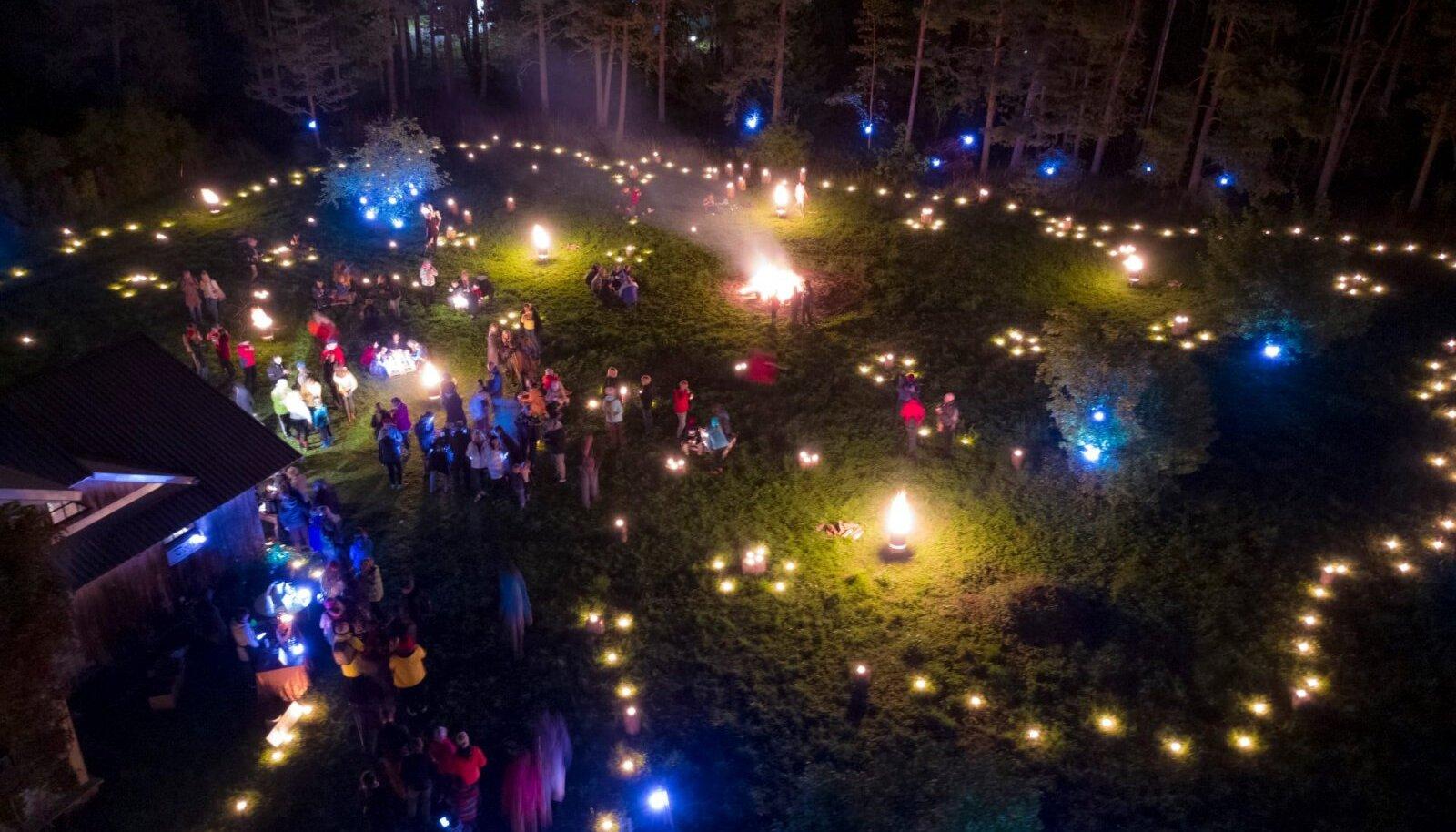 Eelmise aasta Porikuu festivali avaüritus - Valgusrännak Turbast Ellamaale