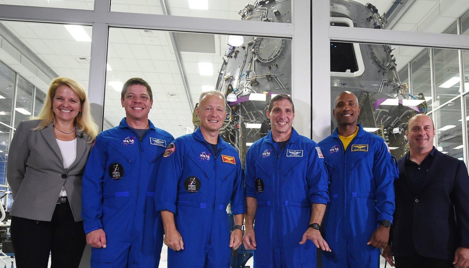 Space-X'i presidendi ja ärijuhi Gwynne Shotwelli (vasakult esimene) kaasabil saatis ettevõte esimese eraettevõttena Ameerika kosmonaudid maikuus kosmosesse.