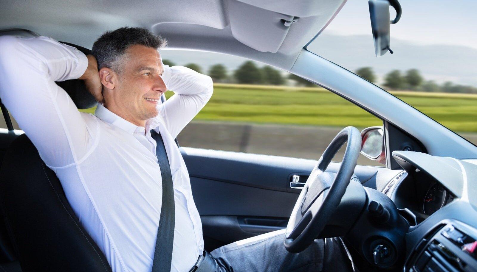 Kui auto sõidab ise, saab end rooli taga mugavalt tunda.