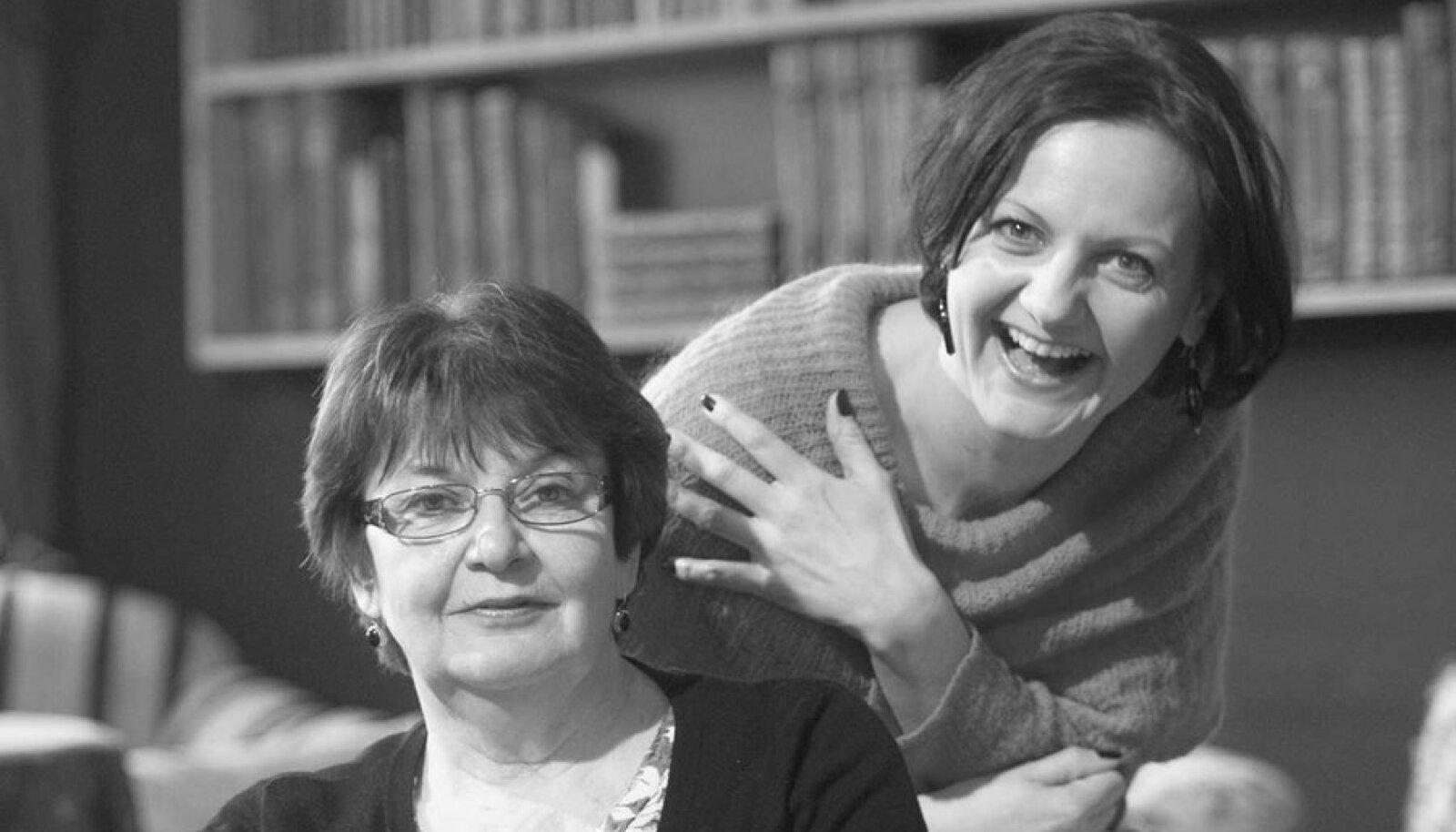 Lõbusad sõbrad: Üksmeele saavutavad Helene ja Annaliisa ainult teatriteemal rääkides. Ülejäänud asjades neil arvamused ei kattu.