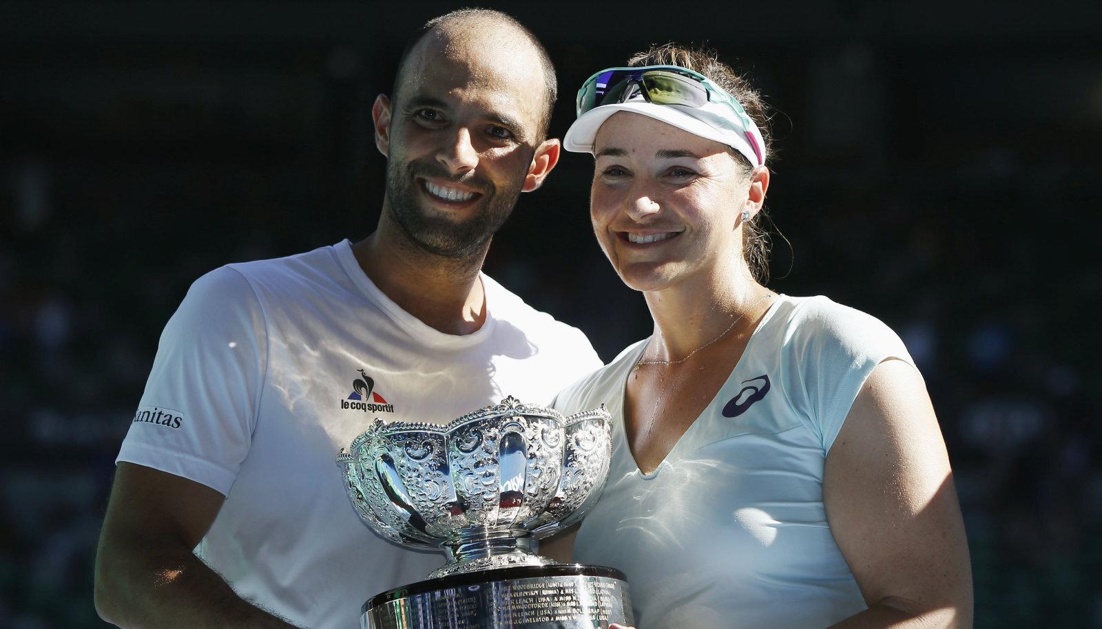 Abigail Spears ja Juan Sebastian Cabal 2017. aasta Australian Openi segapaarismängu tiitliga.