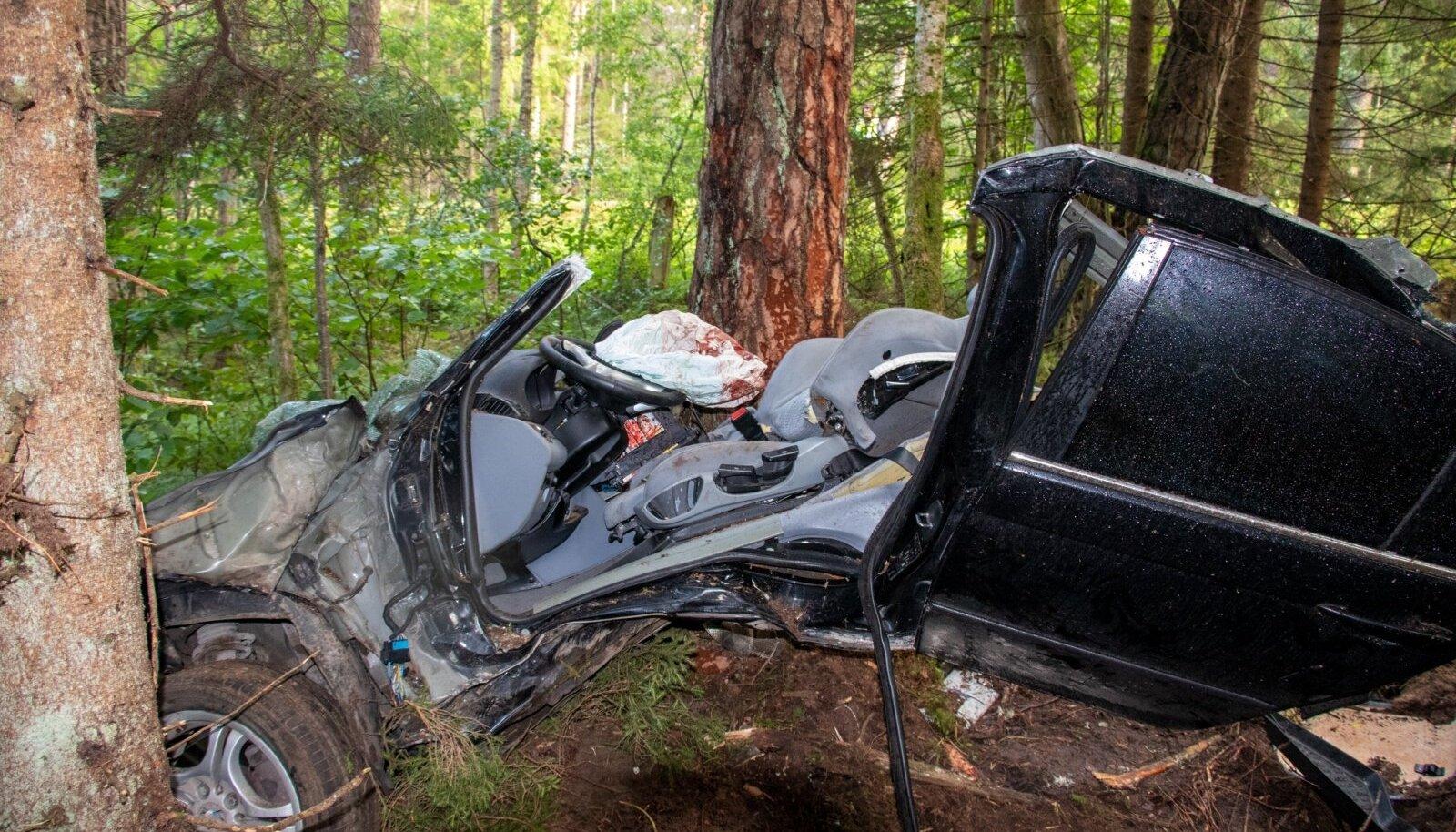 Liiklusõnnetus BMWga Saaremaal.