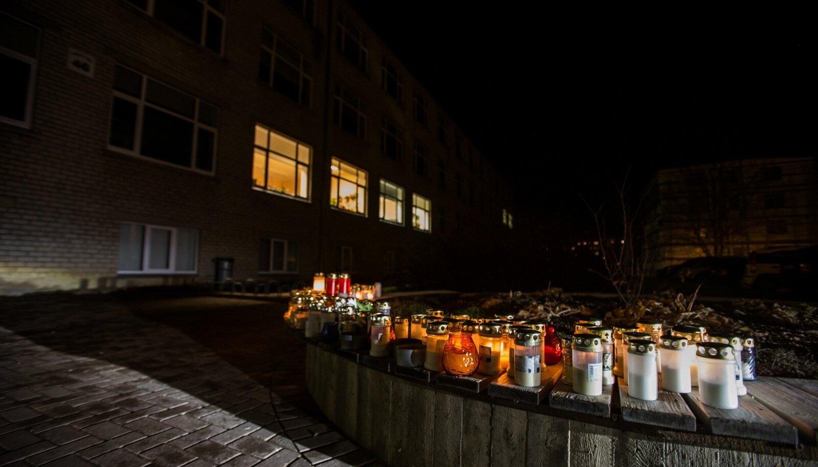 Paalalinna kool tulistamisjärgsel õhtul
