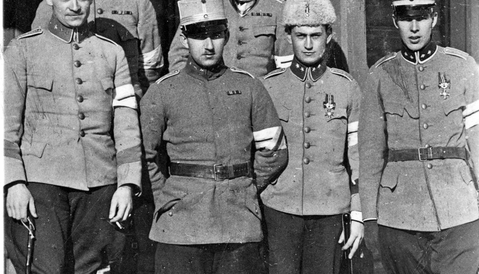 TULEVANE PIIRITUSEVEDAJA: Rootsi vabatahtlike kompanii ohvitsere vabadussõjas 1919. aastal. Esimeses reas vasakult teine kompanii ülem kapten Carl Malmberg.