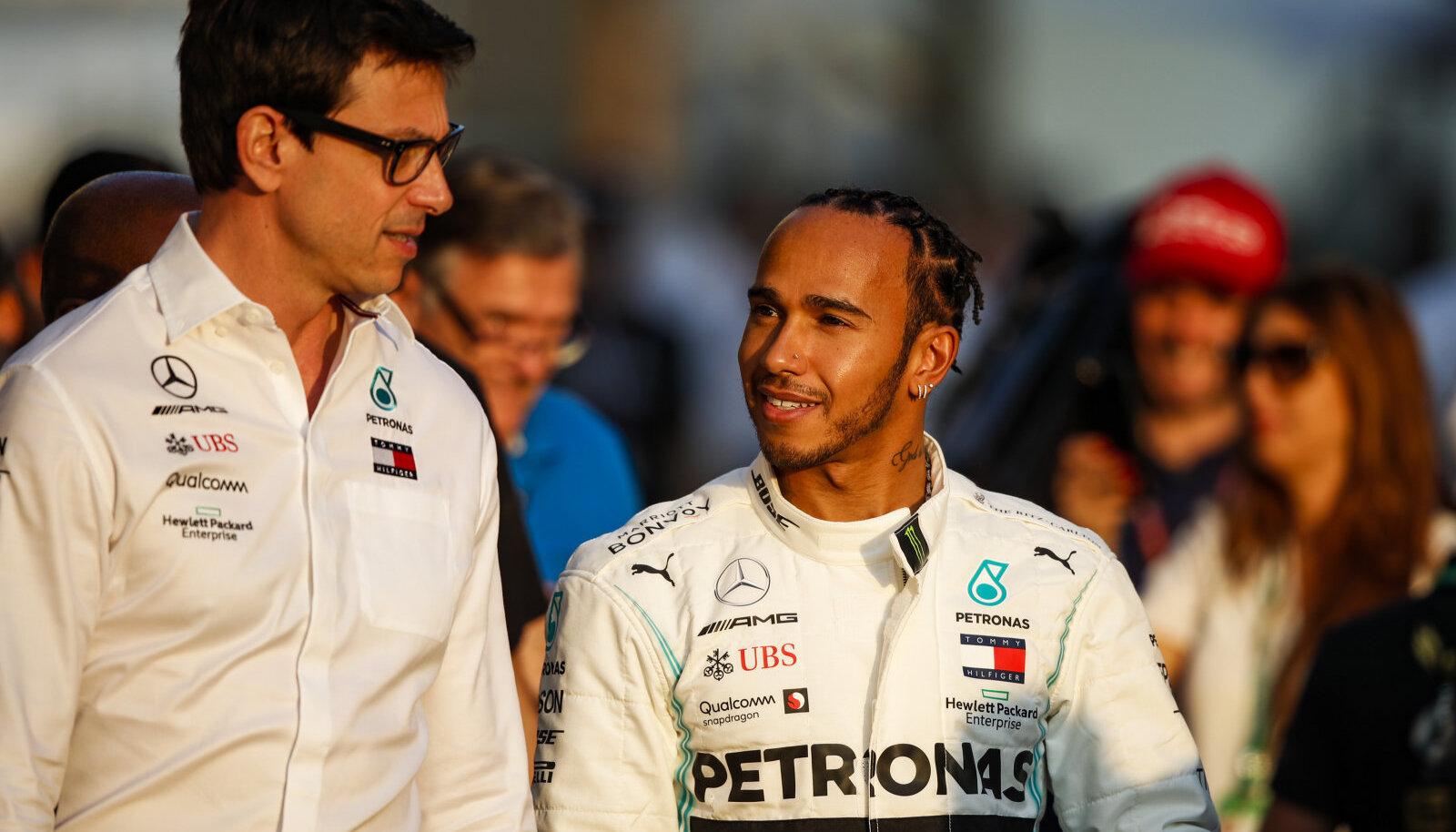 Toto Wolff ja Lewis Hamilton.