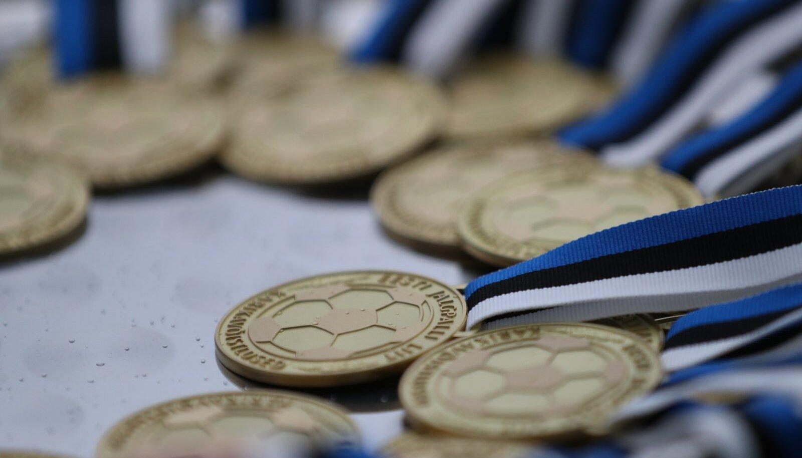 Karikavõistluste kuldmedalid.