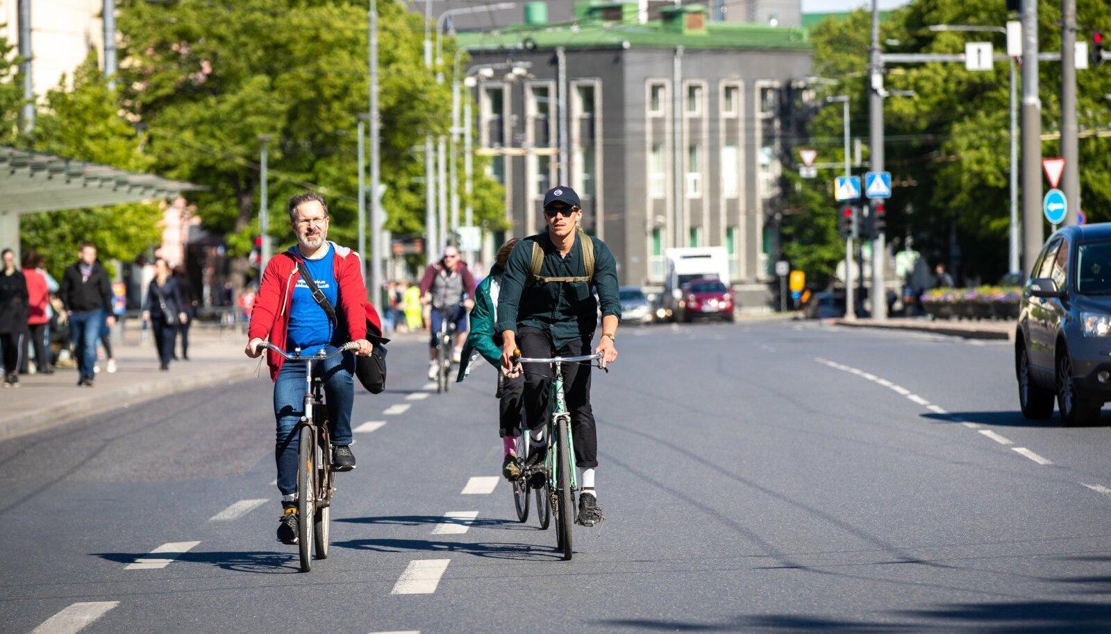 Üle viie tuhande inimese soovivad, et suveks antaks kesklinnas üks sõiduradadest kergliiklejatel kätte.