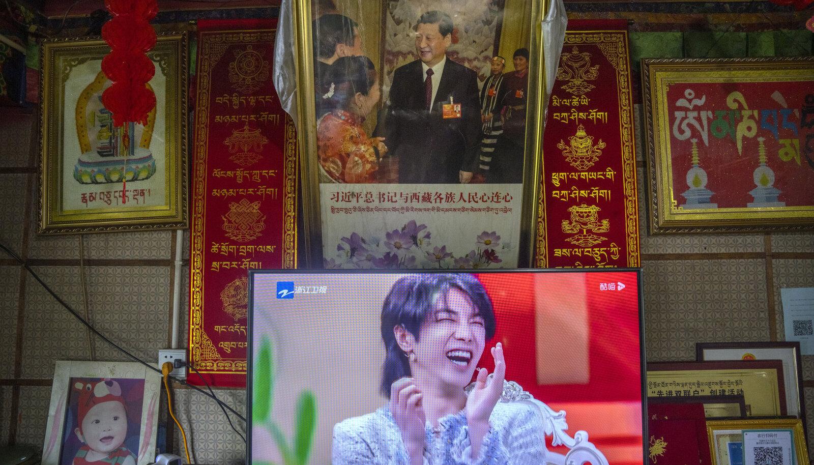 Üleval: mehine president Xi Jinping, all: kahtlane Hiina kuulsus, keda enam teleris näidata ei tohi