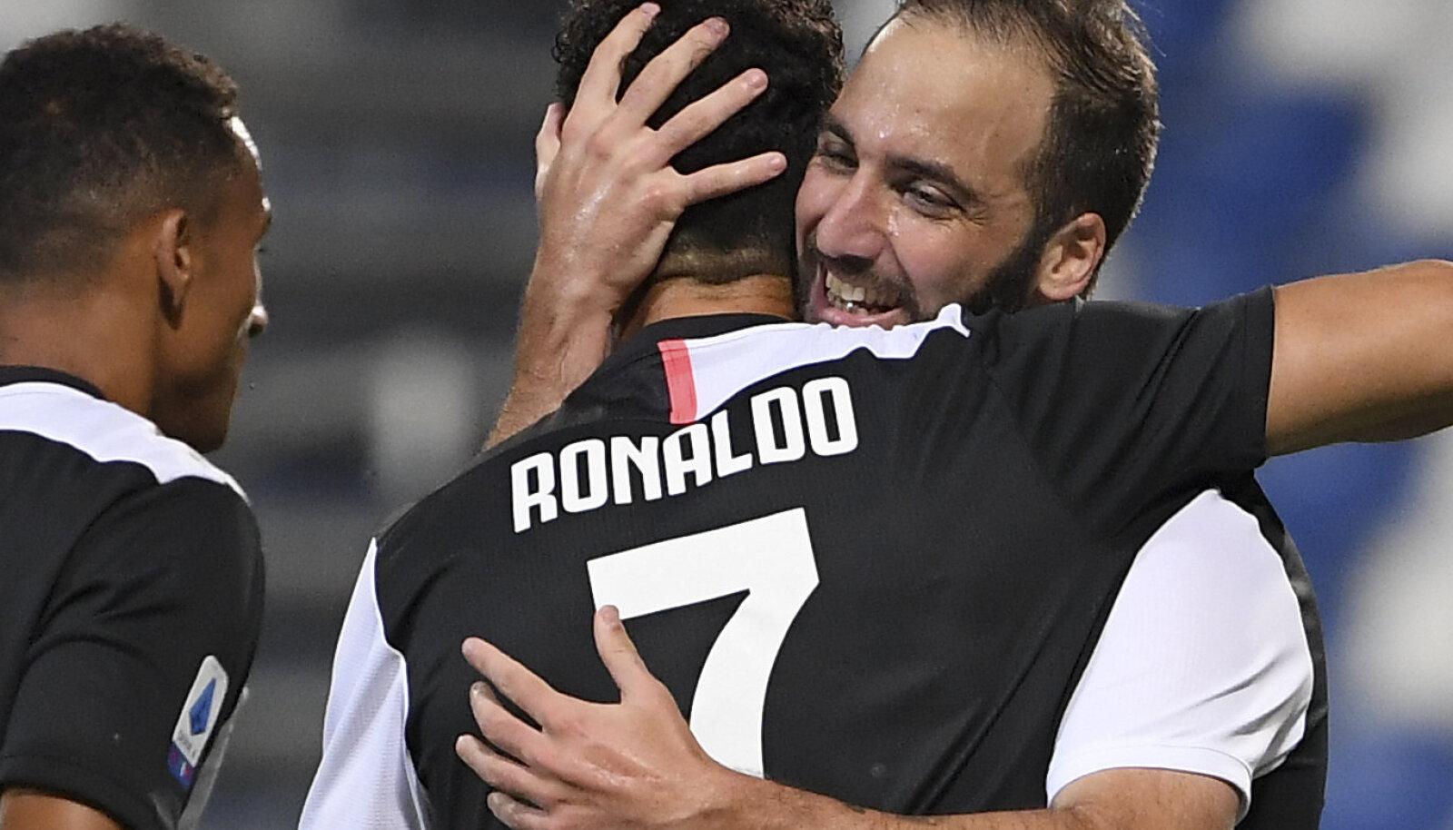 Gonzalo Higuain ja Cristiano Ronaldo