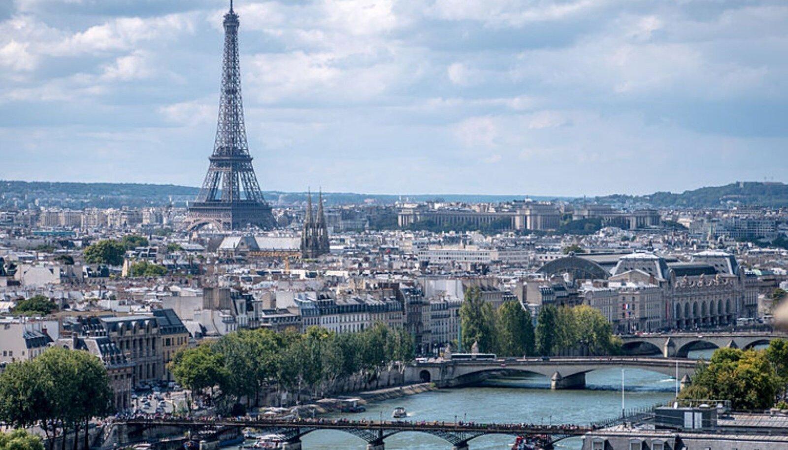 Ile-de-France'i ehk Pariisi regiooni haiglate reanimatsiooniosakondades enam kohti ei ole ja haigeid transporditakse TGV-ga (kiirrong kuni 350 km/h) teistesse piirkondadesse.