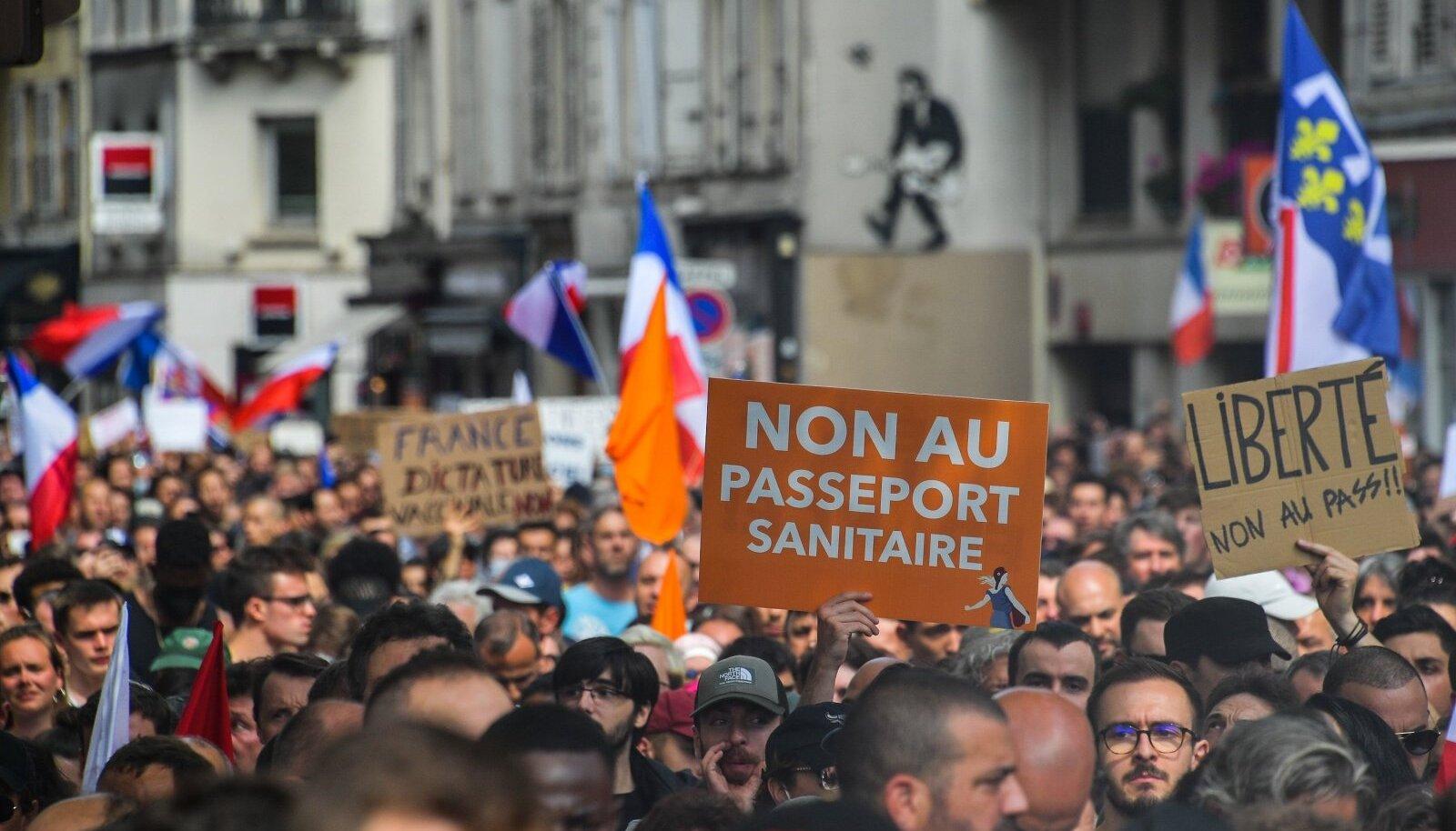 Uute koroonareeglite vastane meeleavaldus Pariisis