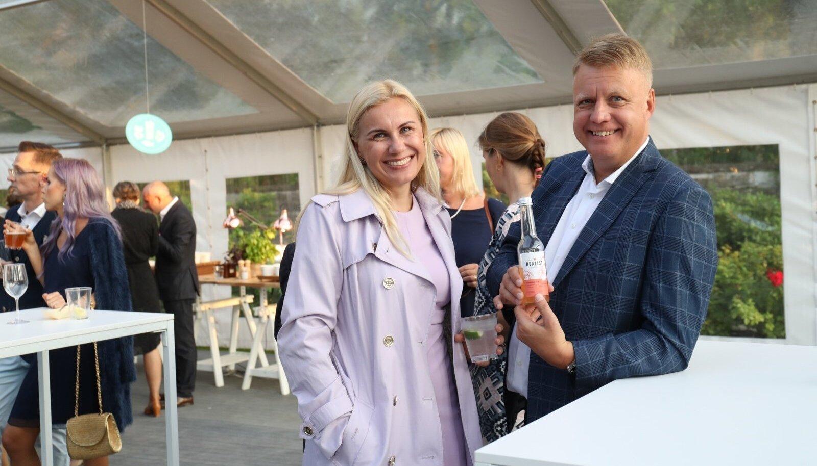 Eesti kandidaat Euroopa Komisjoni voliniku kohale Kadri Simson sel teisipäeval presidendi vastuvõtul roosiaias.