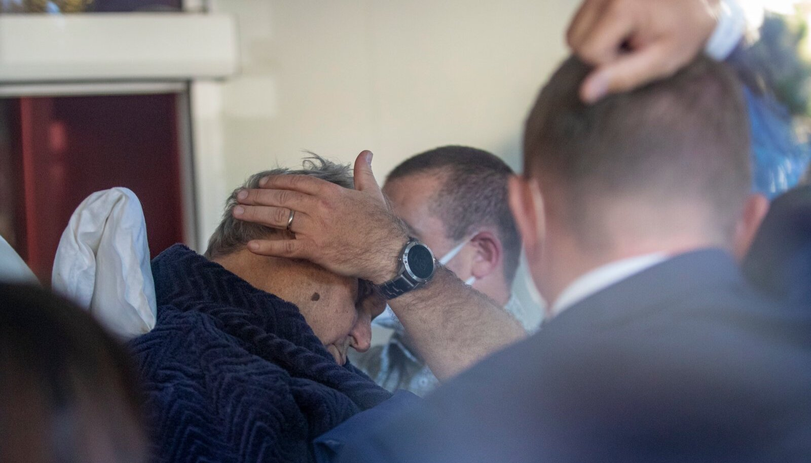 President Miloš Zeman viidi pühapäeval kiirabiga haiglasse.