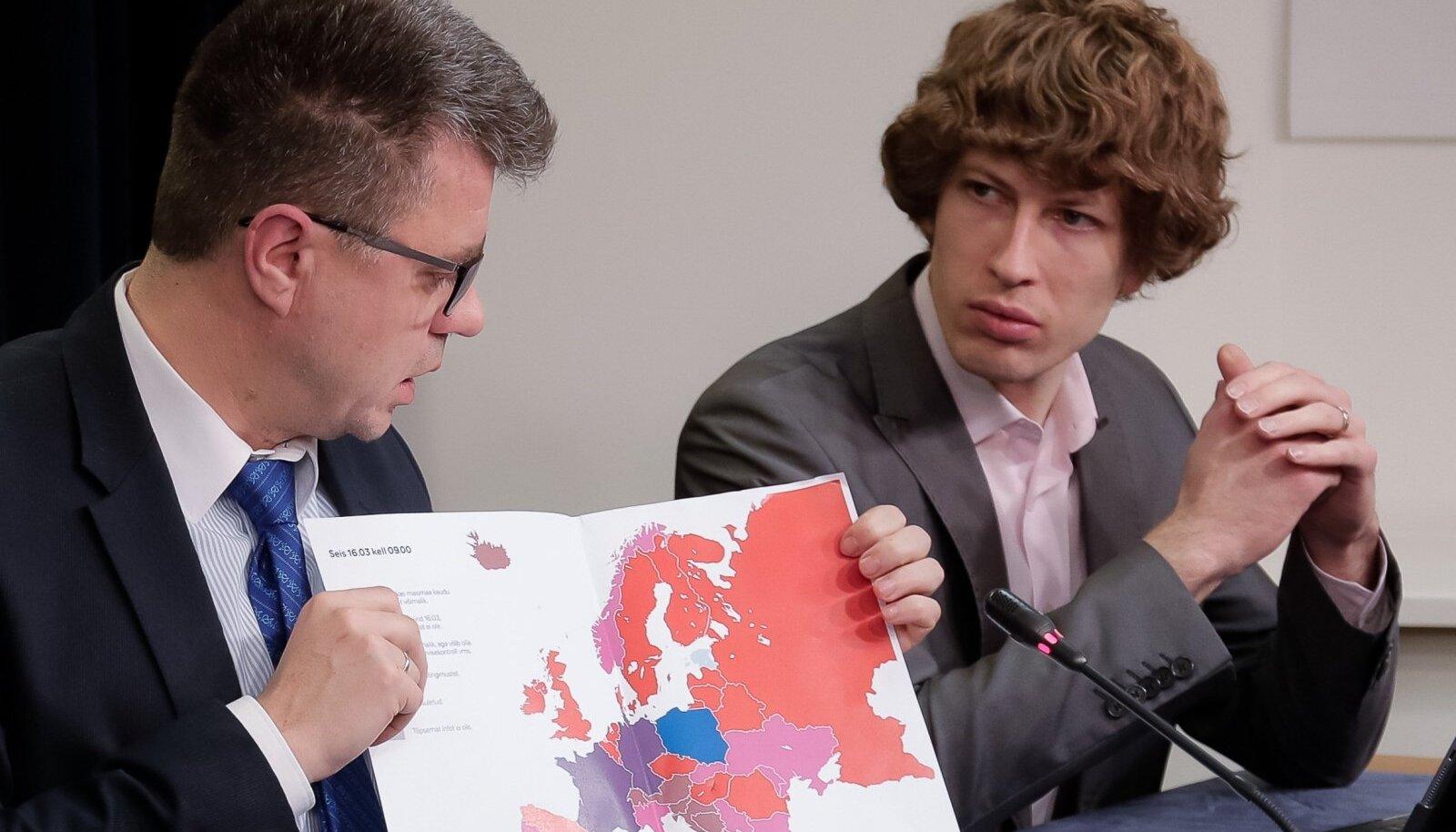 Olid ajad, kus Urmas Reinsalu (vasakul) ja Tanel Kiik istusid valitsuses ühe laua taga