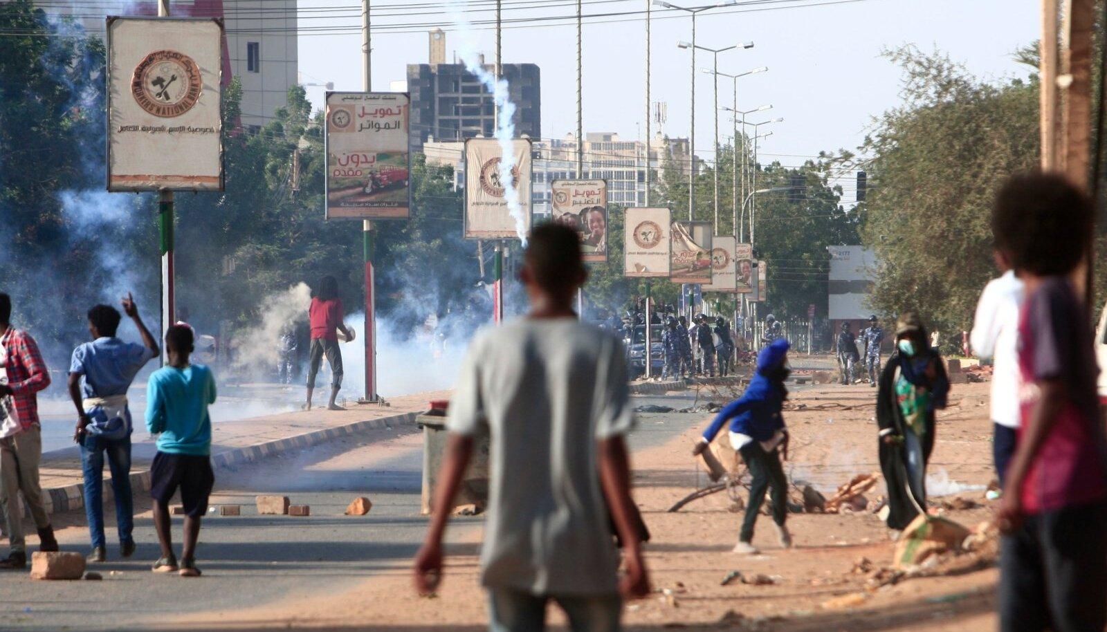 REVOLUTSIOON ELAB: Araabia kevade algusest on möödas juba kümme aastat, ent samas vaimus kukutasid sudaanlased tänavu oma pikaaegse diktaatori.