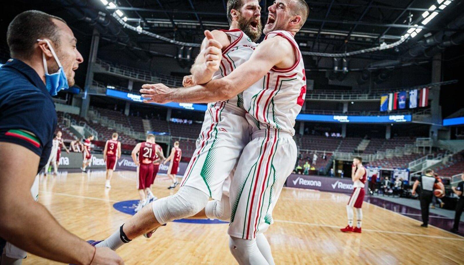 Bulgaaria mängijate Chavdar Kostovi ja Pavlin Ivanovi rõõmutants.