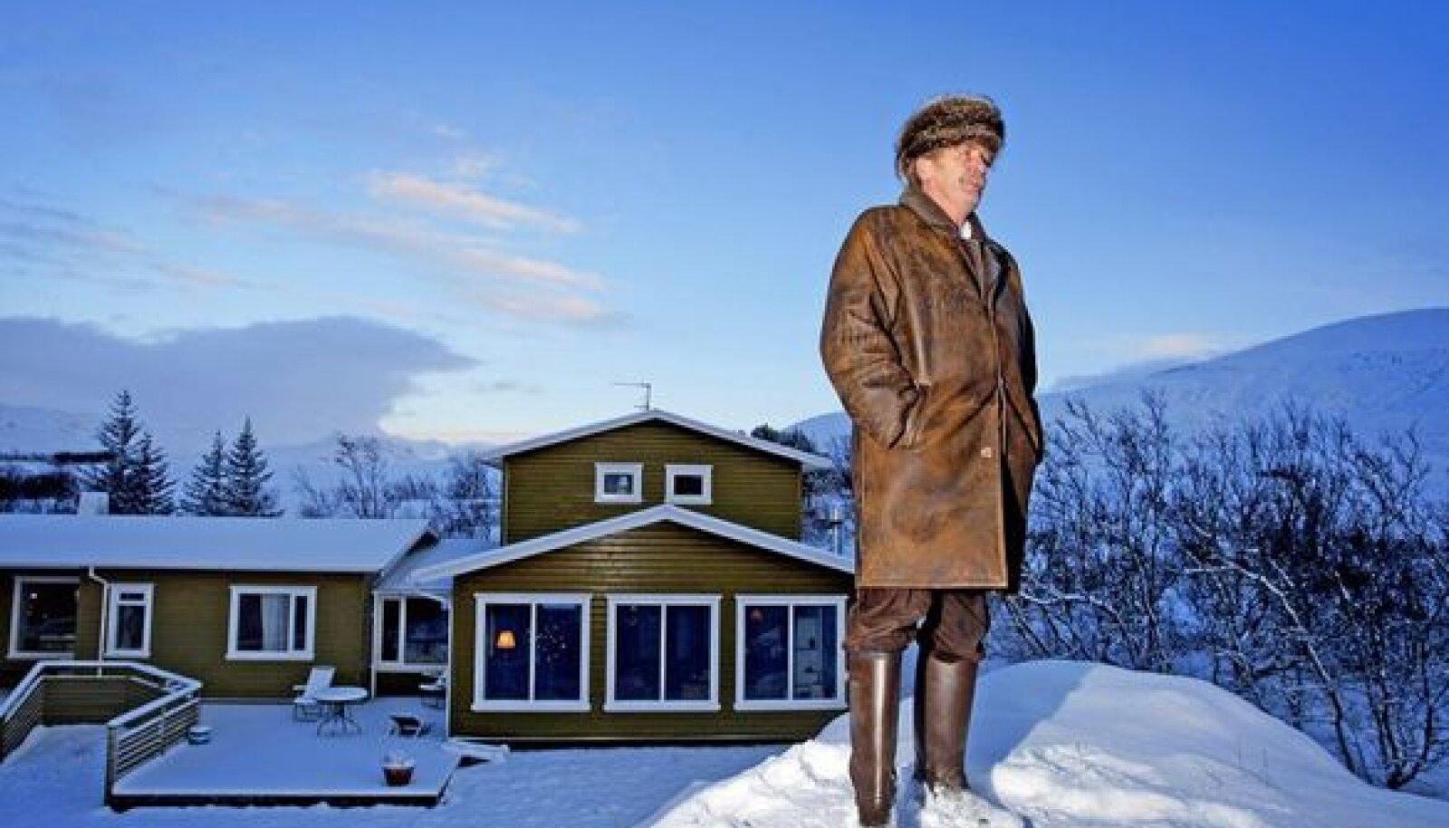 """VALMISTUB POLIITIKASSE NAASMA: Jón Baldvin Hannibalsson ütleb, et islandlasena on tema kohus teha kõike, mida ta oma riigi heaks suudab. """"Meie ainsaks šansiks on uued valimised – nii ruttu kui võimalik, soovitavalt jaanuari algul. Praegune valitsus ei suuda seda probleemi lahendada."""""""
