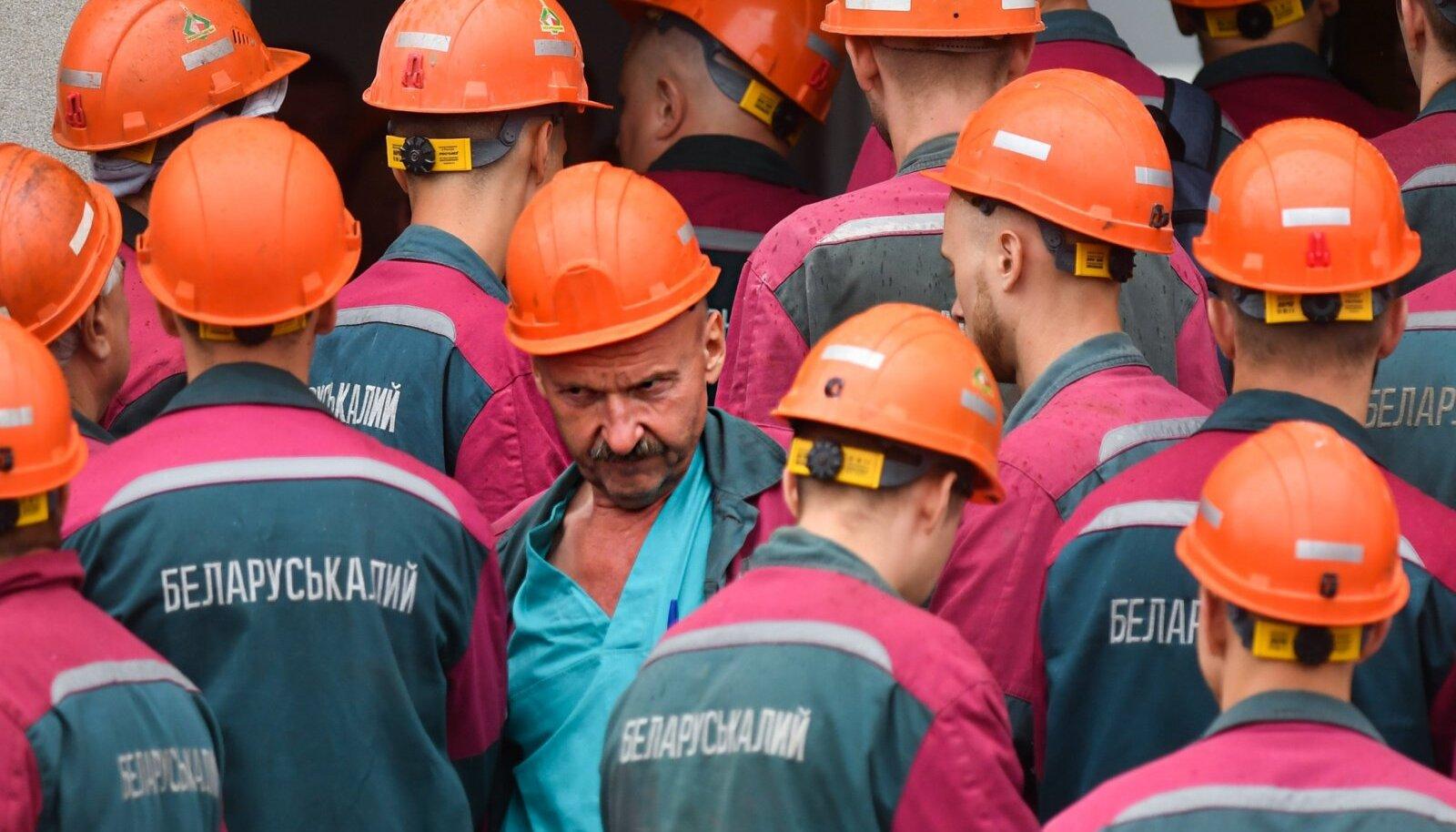 Uusi valimisi ja presidendi tagasiastumist nõuavad ka maailma ühe suurema kaalisoolatootja Belaruskali streikivad töötajad.