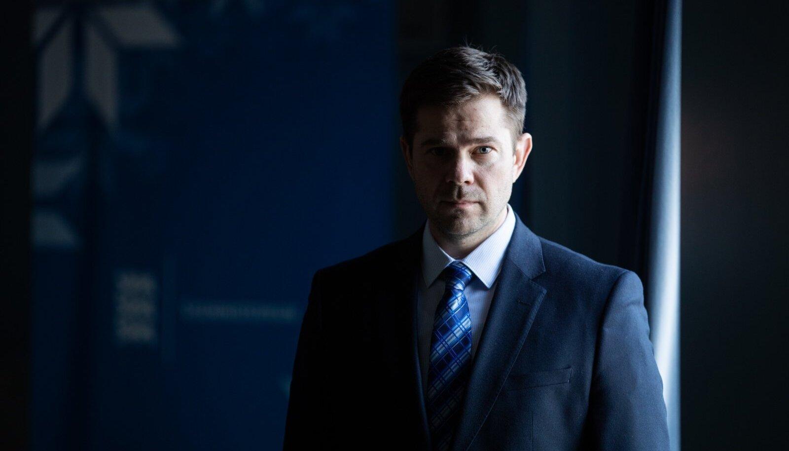 Siseminister Kristian Jaani tunnistab, et politseinikuamet on temas veel nii tugevalt sees, et kohe Keskerakonda astumiseks pole ta veel valmis. Aga varem või hiljem ta parteiga liitub.