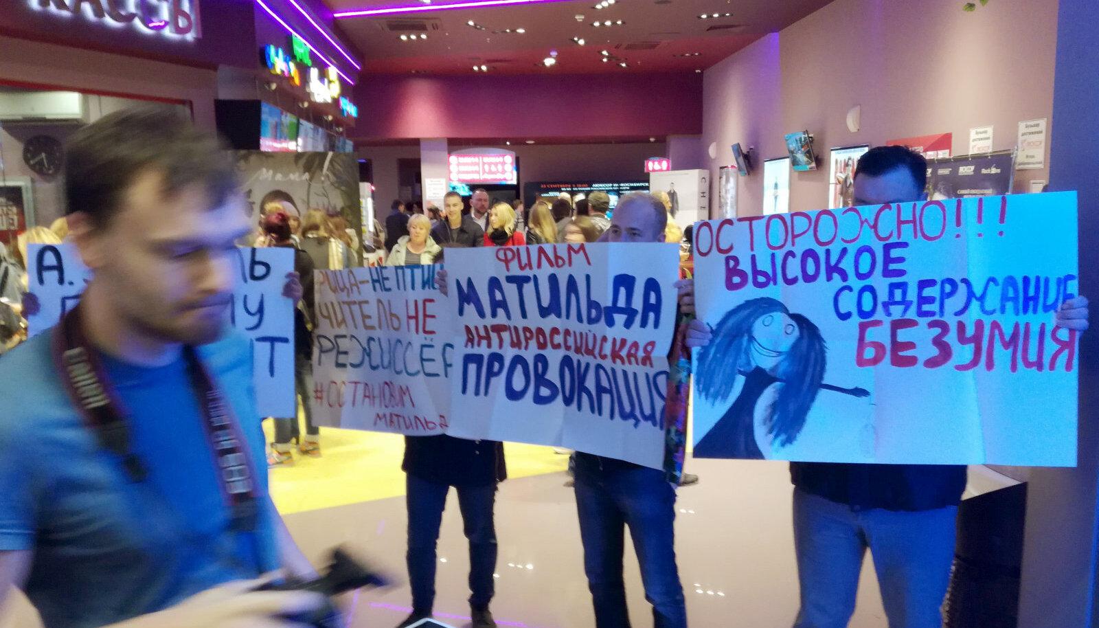 """Протест перед пред-премьерой """"Матильды"""" в Новосибирске"""