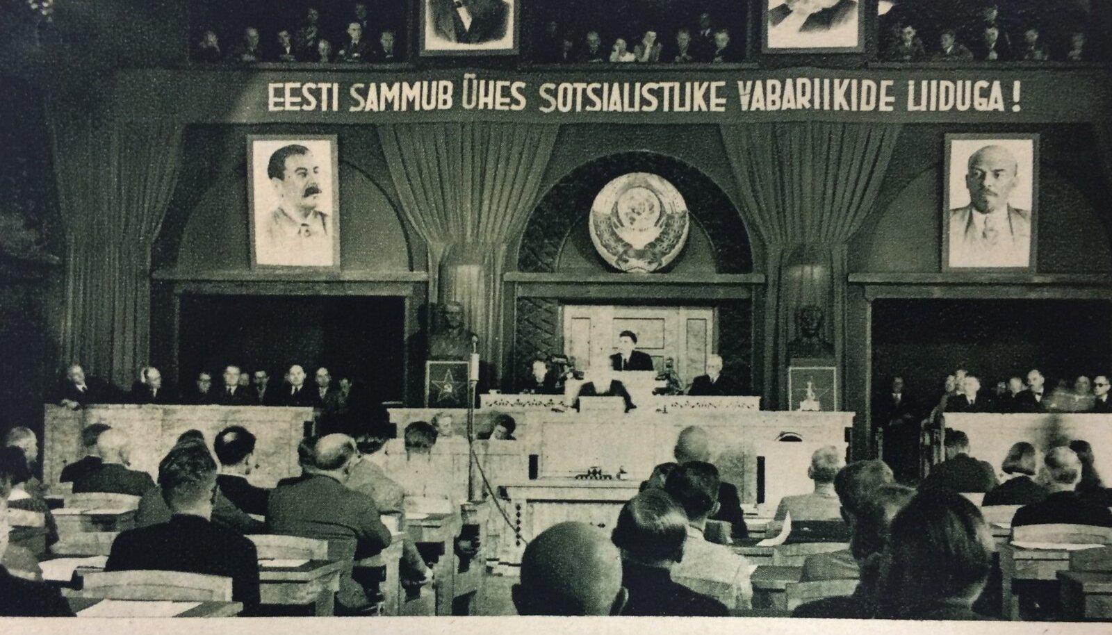 21. juulil hääletas riigivolikogu, kus olid enamuses kommunistid, Eesti nõukogude sotsialistlikuks vabariigiks.