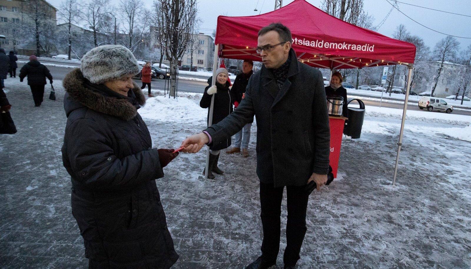 Eestis on erakondadel kombeks enne valimisi valijatele nänni jagada. Toetajatelt raha küsimist seevastu peetakse justkui häbiasjaks.