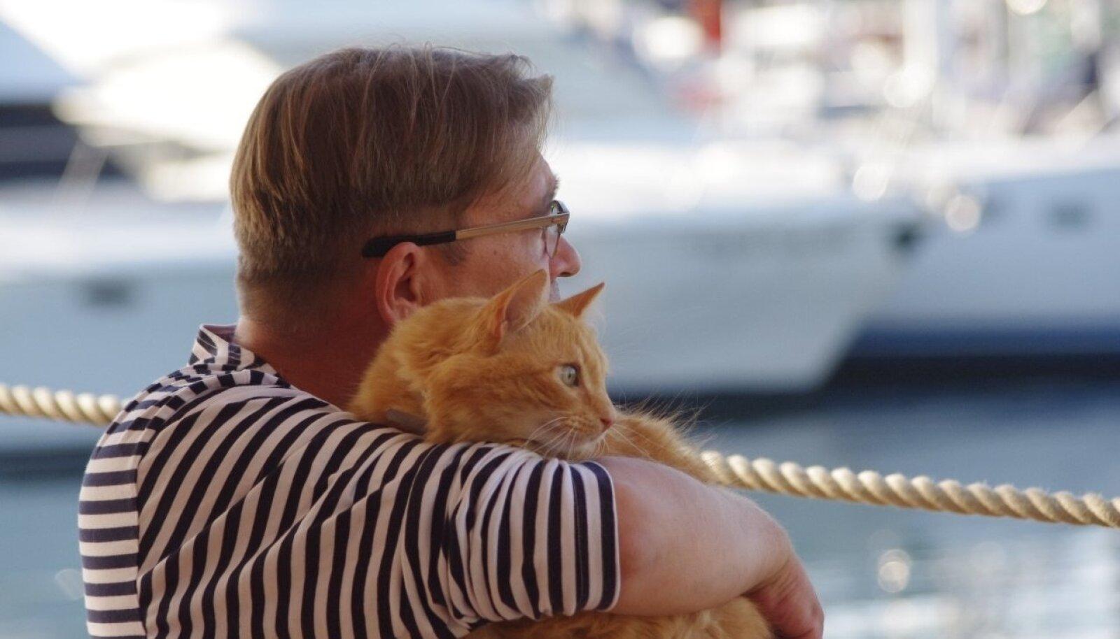 Olavi Antons ja kass Kruup.