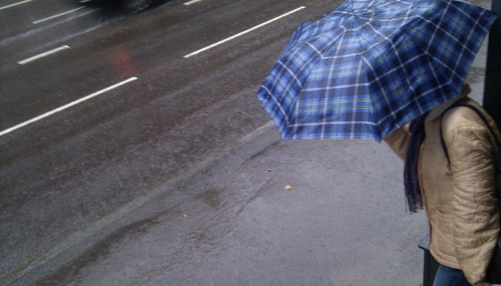 Ööl vastu laupäeva jõuab Eestisse uus kogus niiskust ja oodata on tihedamat vihmasadu.