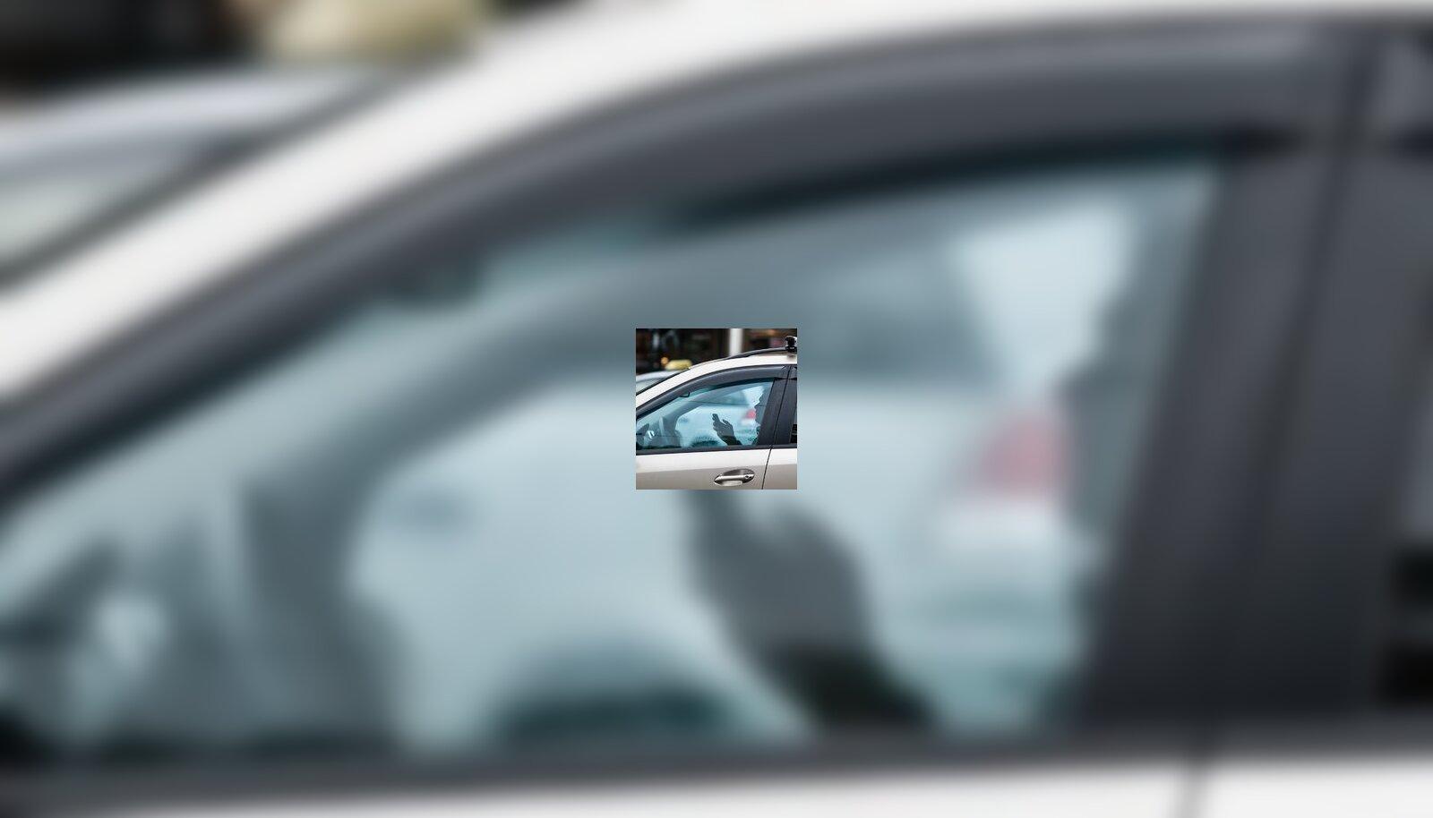 Autoroolis tasub telefonivestlus edasi lükata