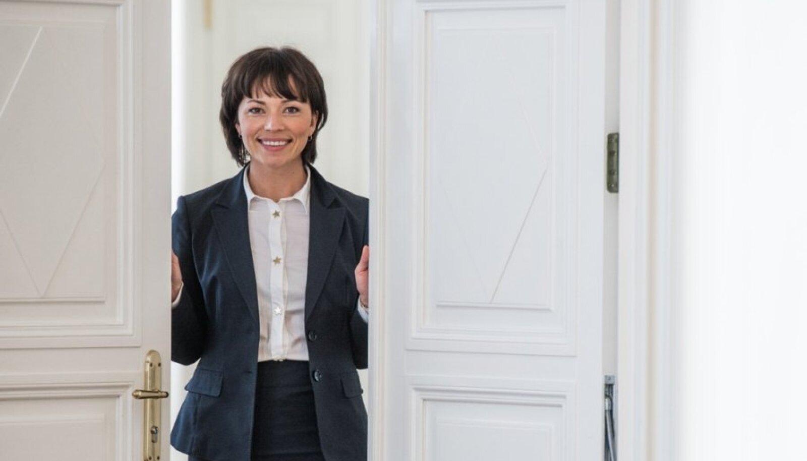 Stenbocki majast saab Liina Kersna kaasa mitu väga head sõpra ja palju infot riigi toimimise kohta.