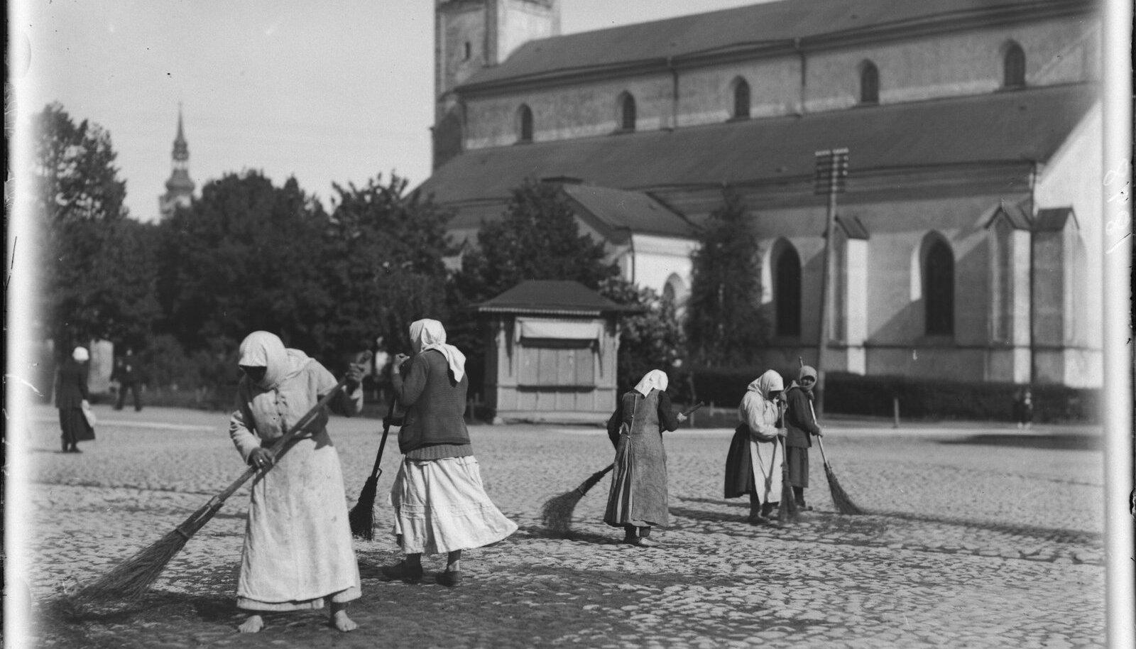 Nõiad (kojanaised) 1910- 20;
