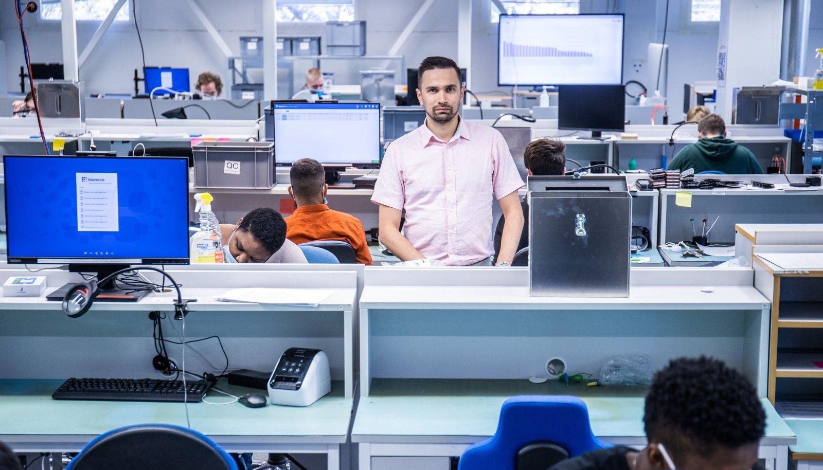 Swappie Eesti tehase tegevjuht Pavel Tšukrejev ütleb, et Soomega võrreldes odav tööjõud pole peamine põhjus, miks Eestis tegutsetakse. Siit on ülesvuntsitud telefone ka logistiliselt parem Kesk-Euroopase tarnida.