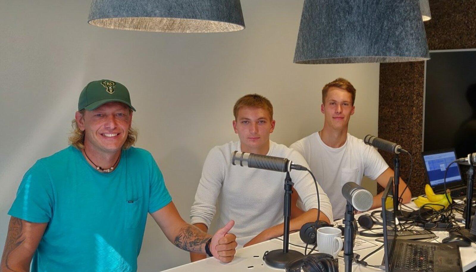 Rivo Vesik, Timo Lõhmus, Märt Tammearu ja Karl Rinaldo Manta maja stuudios.