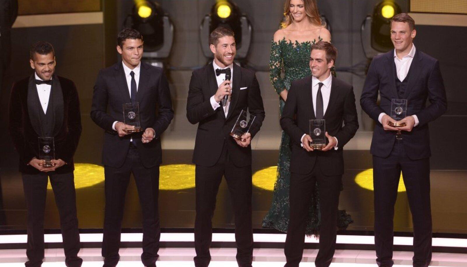 Dani Alves, Thiago Silva, Sergio Ramos, Philipp Lahm ja Manuel Neuer kandideerivad ka tänavu FIFA sümboolsesse koosseisu.