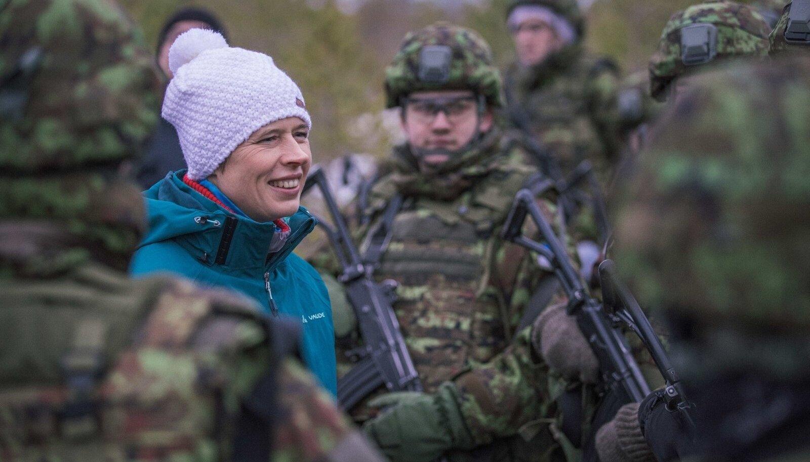 President, kaitseväe juhataja ja kaitseminister külastasid õppust Okas