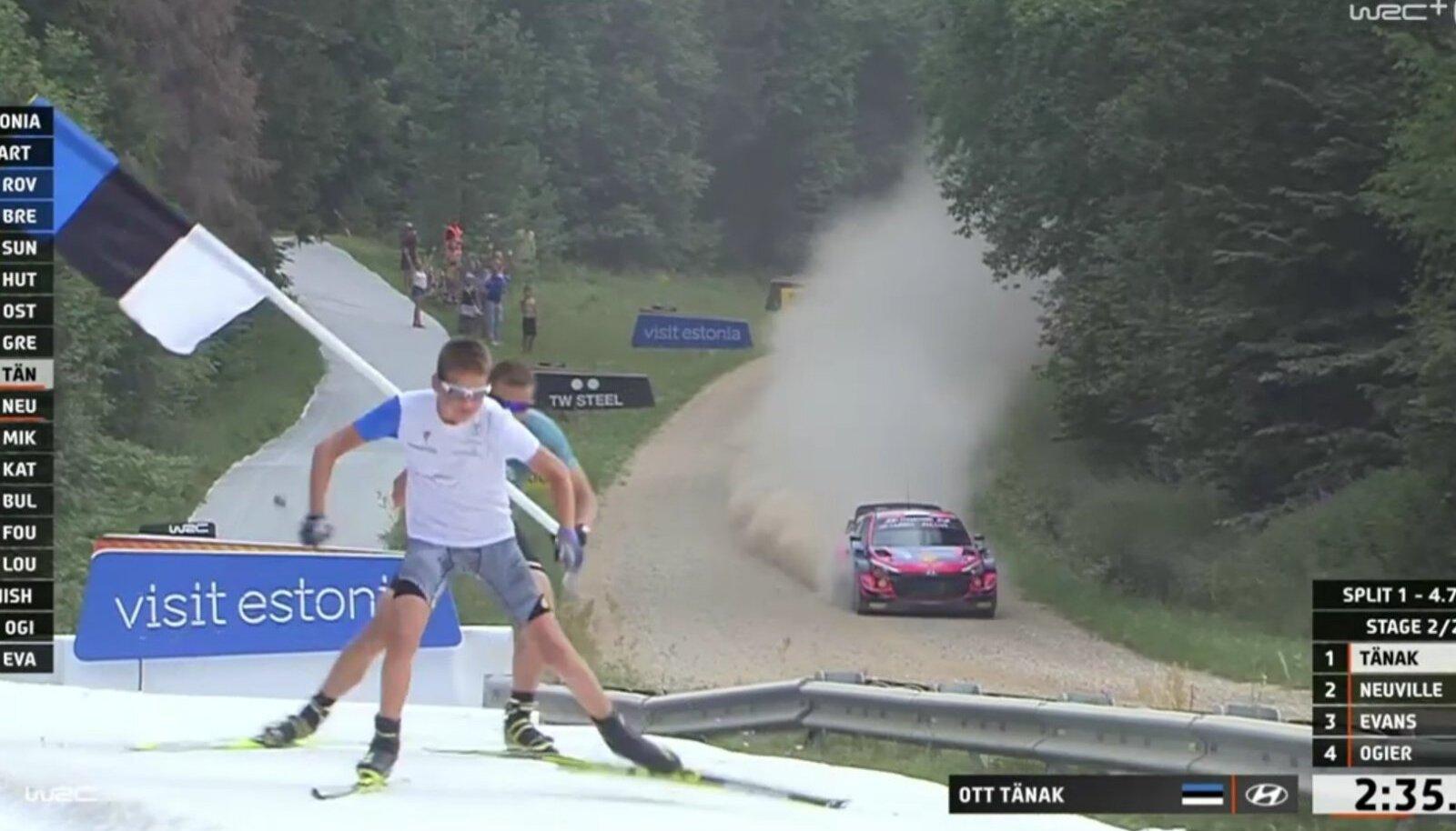 Jaak Mae (tagaplaanil) suusatas ralliautodega võidu.