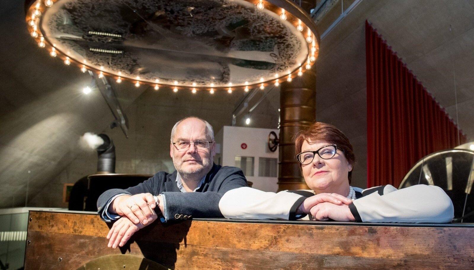 """""""Parasjagu aega peab lahus veetma. Siis on jälle hästi tore näha,"""" ütlevad Alar ja Sirje Karis oma 40-aastase kooselu kohta."""