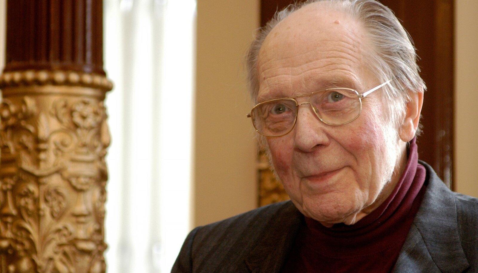 """""""""""Tiit Pagu"""" on tõend sellest, et Krossist sai kirjanik juba Siberis, mitte alles 1950. aastate teisel poolel Eestis, nagu kõneleb senine legend, mida ta ise on mahitanud,"""" ütleb Jaan Undusk."""