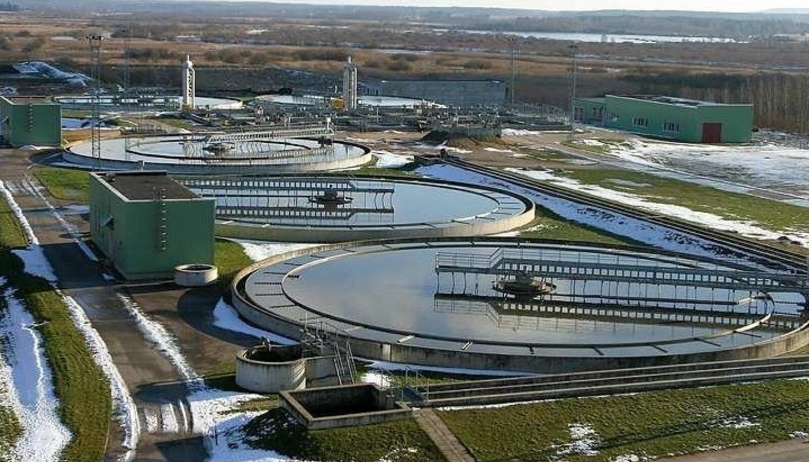 Üks eurotoetuste edukamaid näiteid on ehitatud või korda tehtud reoveepuhastid (pildil Tartu oma), mis on vee kvaliteedi pea kõikjal korda teinud. Teisalt tekib küsimus, kas praeguste veehindadega suudetakse taristut ülal pidada.