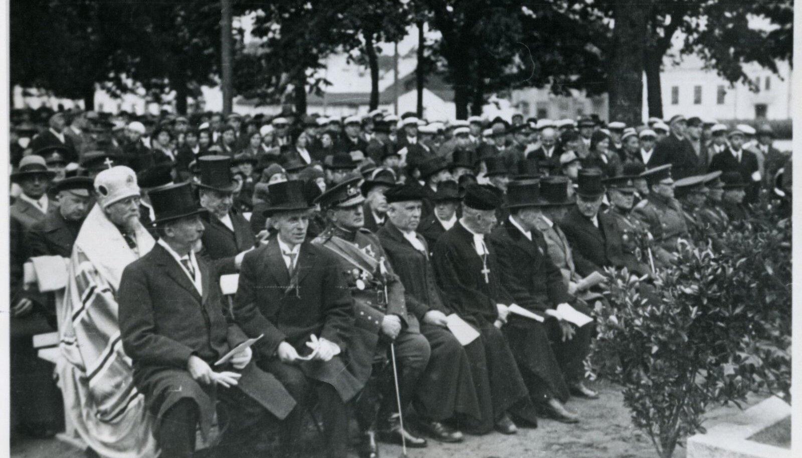 Kaadreid Tartu ülikooli 300.aastapäeva pidustustelt