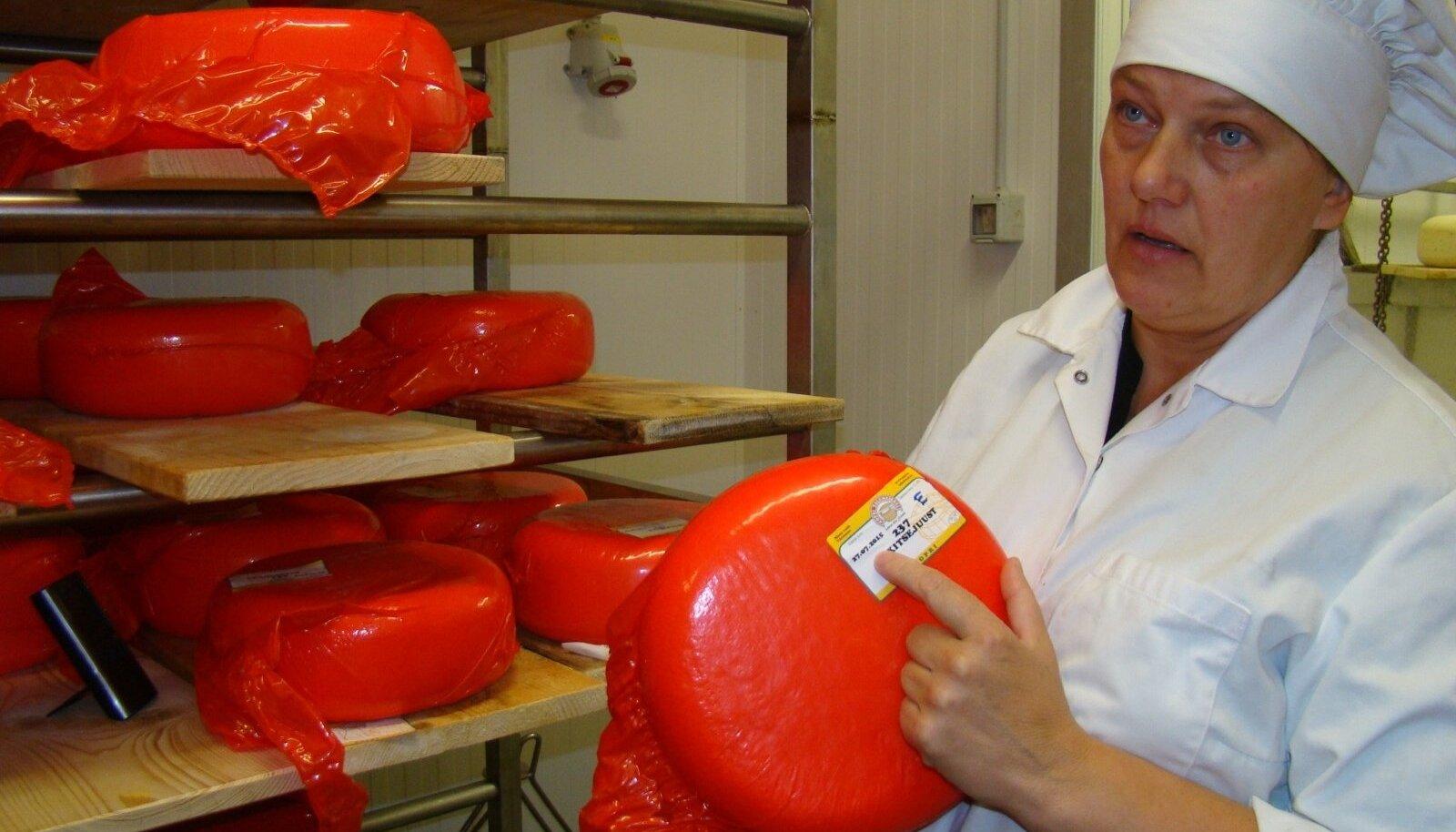 Vilve Niilo ütleb, et see umbes 100 eurot maksev kitsejuustukera läheb poodi alles jõulude paiku. Siis ostetakse kallimat sorti toidukraam alati ära.