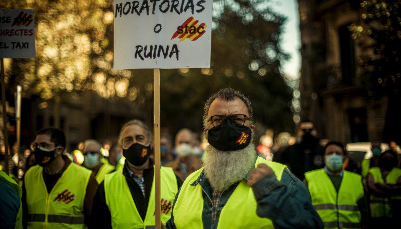 Barcelona taksojuhid karmide koroonapiirangute vastu meelt avaldamas.