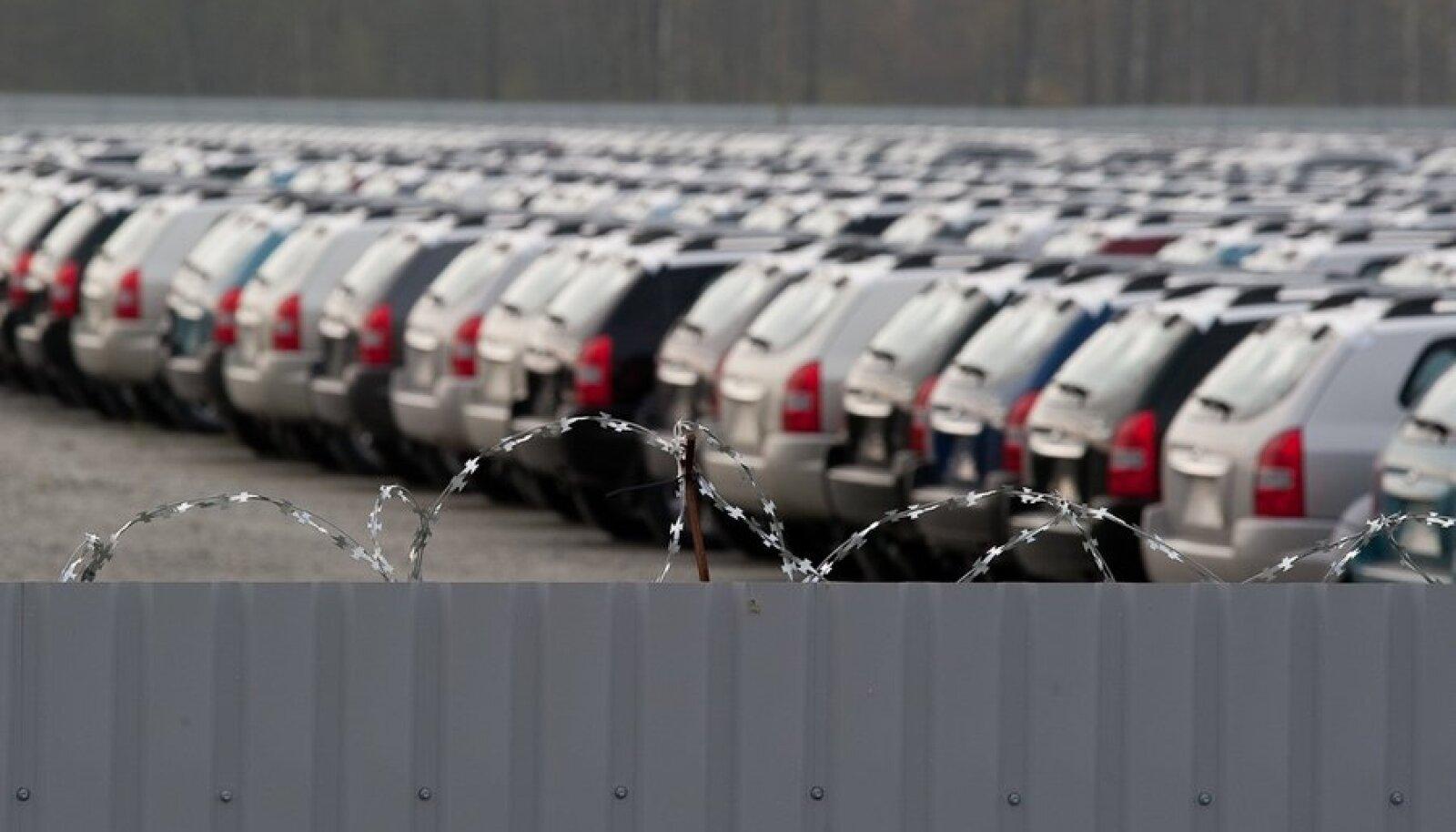 Okastraat kaitseb uusi autosid